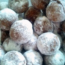סופגניות מיני בציפוי שוקולד וקוקוס –פרווה / חנה דוקרקר